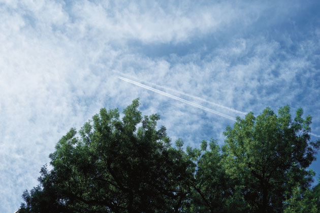 76W-Contrails